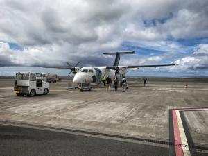 Unsere Bombardier Dash Q200, mit der wir von São Miguel nach Corvo geflogen sind
