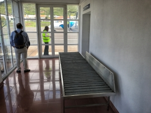Das Gepäckband im Abfertigungsgebäude auf Corvo